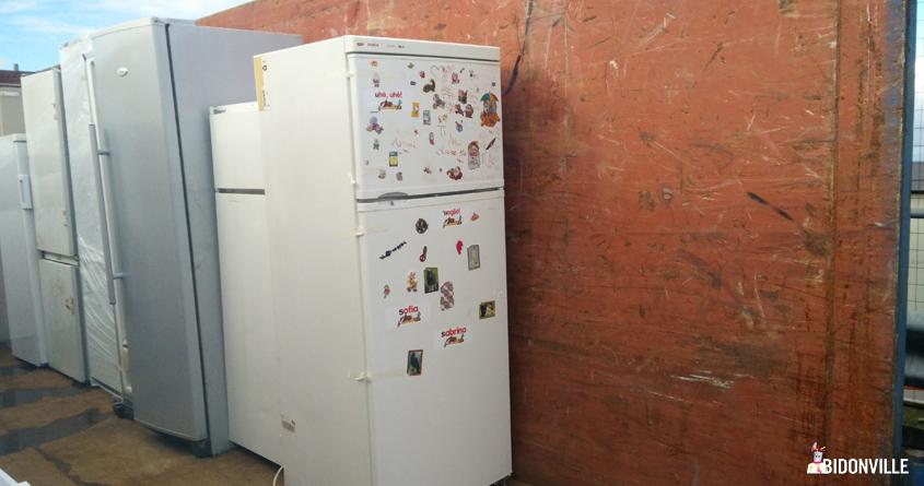 frigorifero nell'isola ecologica